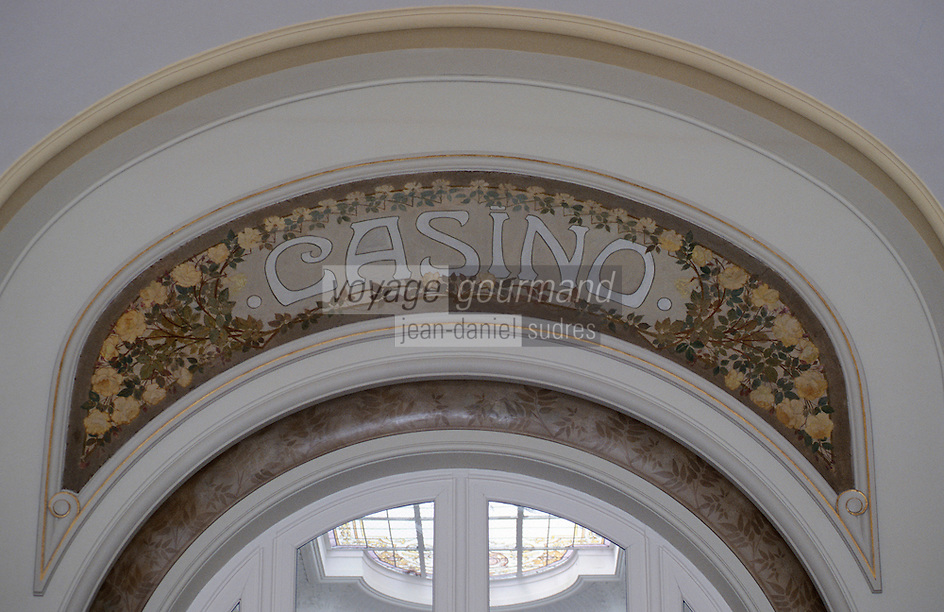 Europe/France/Auvergne/03/Allier/Vichy: Détail d'architecture au casino - Voute de porte avec mosaïque style Art Déco