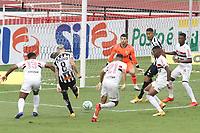 São Paulo (SP), 10/01/2021 - São Paulo-Santos - Jobson  chuta para marcar o primeiro gol do Santos. Partida entre São Paulo e Santos válida pelo Campeonato Brasileiro neste domingo (10) no estádio do Morumbi em São Paulo.