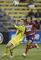 08 November 2006: CSD Municipal's Mario Rodriguez, right, and Columbus Crew's Rusty Pierce chase a loose ball during the first half in Columbus, Ohio.<br />