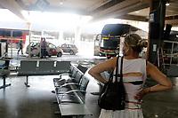 Campinas (SP), 13/01/2021 - Acidente - Um ônibus invadiu a plataforma de passageiros e deixou uma pessoa ferida no começo da tarde de hoje (13) na rodoviária de Campinas, no interior de São Paulo. Segundo informações da Polícia Militar, um ônibus da empresa Roderotas, que faz trajeto interestadual, bateu na estrutura de vidro da área de embarque, atingindo as plataformas 13 e 14. Com a batida, um homem que estava no local foi atingido. Ele teve ferimentos leves e foi encaminhado para a UPA (Unidade de Pronto Atendimento) São José.