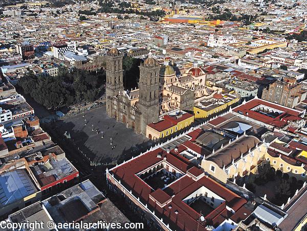aerial photograph of the Puebla Cathedral and the central square, Puebla, Mexico | fotografía aérea de la Basílica Catedral Metropolitana de Nuestra Señora de la Purísima Concepción de Puebla y la plaza central, Puebla, México