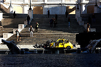 Actor Tom Cruise and actress Hayley Atwell on the set of the film Mission Impossible 7 at Spagna square, just under the Spanish steps.<br /> Rome (Italy), November 22nd 2020<br /> Photo Samantha Zucchi Insidefoto