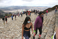 BOGOTA - COLOMBIA, 6-09-2020:Cientos de personas ascendieron al Santuario de Monserrate después de levantar la cuarentena en la capital./Hundreds of people ascended to the Monserrate Sanctuary after lifting the quarantine in the capital. . Photo: VizzorImage / Felipe Caicedo / Staff