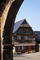 Europe/France/Bretagne/29/Finistère/Le Faou: Ancienne porte et maison à façade d'ardoise