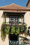 Spain, Canary Islands, La Palma, Santa Cruz de La Palma: capital - old town, Placeta de Borrero, wooden balcony