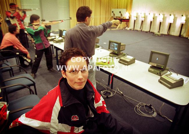 Arnhem,02-03-99  Foto:Koos Groenewold (APA)<br />Renza Frings bij de kampioenschappen luchtdrukschieten.