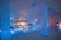 Amérique/Amérique du Nord/Canada/Québec/   Sainte-Catherine -de-la -Jacques-Cartier: Au bar de glace de l'  Ice Hôtel, Hôtel de Glace à la station touristique de Duschesnay prés du lac Saint-Joseph
