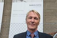 Ehemaliges Gefaengnis der Staastssicherheit in Berlin-Hohenschoenhausen.<br /> Heute ist die ehemalige Untersuchungshaftanstalt die Gedenkstaette Berlin-Hohenschoenhausen und besteht aus den Raeumlichkeiten der ehemaligen zentralen Untersuchungshaftanstalt der Staatssicherheit der DDR, die von 1951 bis 1989 in Weißensee bzw. Hohenschoenhausen in Betrieb war.<br /> Dort wurden vor allem politische Gefangene inhaftiert und physisch und psychisch gefoltert. Mehr als 10.000 Menschen waren hier inhaftiert. Der Gebaeudekomplex war auf Stadtplaenen nicht verzeichnet. Seit den 1990er Jahren hier eine Gedenkstaette als Erinnerungsort fuer die Opfer kommunistischer Gewaltherrschaft in Deutschland. Die Gebaeude der ehemaligen Haftanstalt wurden 1992 unter Denkmalschutz gestellt. Die Gedenkstaette ist Mitglied der Platform of European Memory and Conscience. (Quelle: Wikipedia)<br /> Im Bild: Gedenkstaettendirektor Hubertus Knabe.<br /> 4.9.2017, Berlin<br /> Copyright: Christian-Ditsch.de<br /> [Inhaltsveraendernde Manipulation des Fotos nur nach ausdruecklicher Genehmigung des Fotografen. Vereinbarungen ueber Abtretung von Persoenlichkeitsrechten/Model Release der abgebildeten Person/Personen liegen nicht vor. NO MODEL RELEASE! Nur fuer Redaktionelle Zwecke. Don't publish without copyright Christian-Ditsch.de, Veroeffentlichung nur mit Fotografennennung, sowie gegen Honorar, MwSt. und Beleg. Konto: I N G - D i B a, IBAN DE58500105175400192269, BIC INGDDEFFXXX, Kontakt: post@christian-ditsch.de<br /> Bei der Bearbeitung der Dateiinformationen darf die Urheberkennzeichnung in den EXIF- und  IPTC-Daten nicht entfernt werden, diese sind in digitalen Medien nach §95c UrhG rechtlich geschuetzt. Der Urhebervermerk wird gemaess §13 UrhG verlangt.]