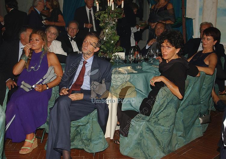 PIERO FASSINO CON LA MOGLIE ANNA SERAFINI E GUYA SOSPISIO<br /> SERATA PER KERRY KENNEDY A VILLA SOSPISIO ROMA 2004