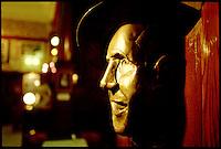 Die Bueste des argentinschen Tango-Idol Carlos Gardel im Cafe Tortoni.<br /> The bust of the argentinian Tango-Idol Carlos Gardel at the Cafe Tortoni.<br /> 21.10.2000, Buenos Aires<br /> Copyright: Christian-Ditsch.de<br /> [Inhaltsveraendernde Manipulation des Fotos nur nach ausdruecklicher Genehmigung des Fotografen. Vereinbarungen ueber Abtretung von Persoenlichkeitsrechten/Model Release der abgebildeten Person/Personen liegen nicht vor. NO MODEL RELEASE! Nur fuer Redaktionelle Zwecke. Don't publish without copyright Christian-Ditsch.de, Veroeffentlichung nur mit Fotografennennung, sowie gegen Honorar, MwSt. und Beleg. Konto: I N G - D i B a, IBAN DE58500105175400192269, BIC INGDDEFFXXX, Kontakt: post@christian-ditsch.de<br /> Urhebervermerk wird gemaess Paragraph 13 UHG verlangt.]
