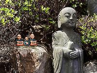 Lohan, buddhistischer Tempel Haedong Yonggungsa, Busan, Gyeongsangnam-do, Südkorea, Asien<br /> Lohan, buddhist temple Haedong Yonggungsa, Busan,  province Gyeongsangnam-do, South Korea, Asia