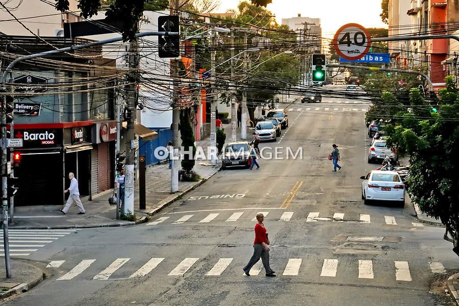 Comercio fechado, quarentena Coronavirus. Bairro Sumare, Sao Paulo. 13.04.2020. Foto Juca Martins