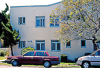 Irving Gill: (SIC!) Richard Requa. 205 Laurel St., San Diego. Apartment building built in 1920. Mission style. Northern (Laurel) elevation. Photo 2000.