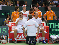 Switserland, Genève, September 19, 2015, Tennis,   Davis Cup, Switserland-Netherlands, Doubles: Dutch team Matwe Middelkoop/Thiemo de Bakker (R)  on the Dutch bench, in the middle captain Jan Siemerink<br /> Photo: Tennisimages/Henk Koster