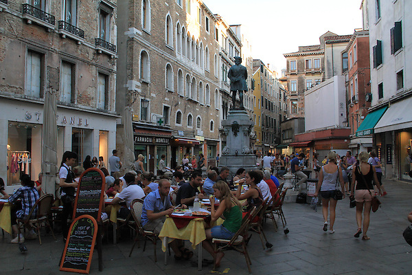 People dining, Venice, Italy, Europe. .  John offers private photo tours in Denver, Boulder and throughout Colorado, USA.  Year-round. .  John offers private photo tours in Denver, Boulder and throughout Colorado. Year-round.