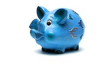 Oggetti.Objects.Salvadanai per i risparmi. Savings money box...