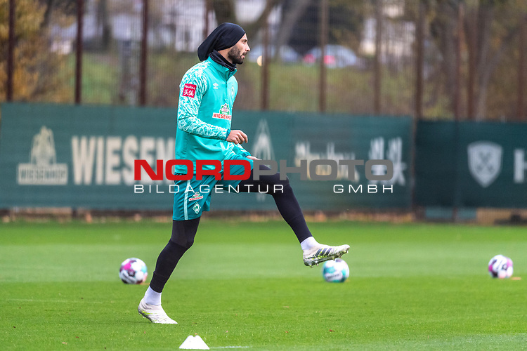 16.11.2020, Trainingsgelaende am wohninvest WESERSTADION - Platz 12, Bremen, GER, 1.FBL, Werder Bremen Training<br /> <br /> <br /> Ömer / Oemer Toprak (Werder Bremen #21)<br /> <br /> <br /> Foto © nordphoto / Kokenge *** Local Caption ***
