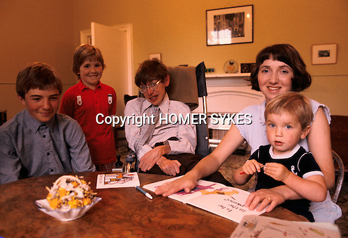 Professor Stephen Hawking 1981 at home Cambridge UK 1980s with young family. <br /> L-R Seen here with eldest son Robert, Lucy, wife Jane and Tim.