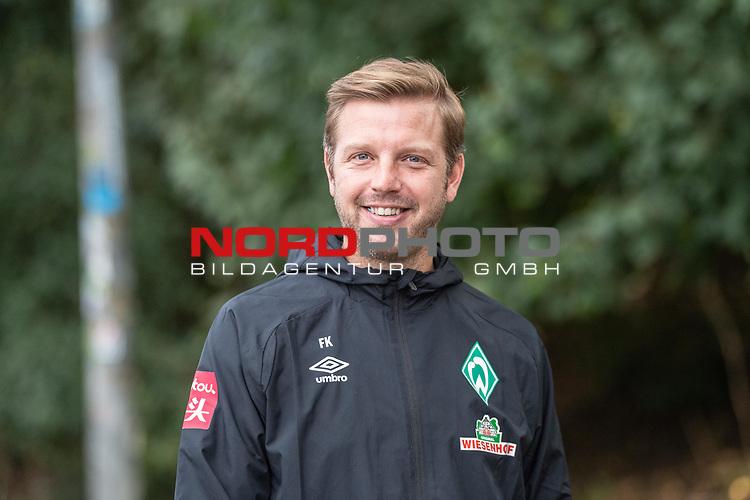 10.09.2020, Trainingsgelaende am wohninvest WESERSTADION - Platz 12, Bremen, GER, 1.FBL, Werder Bremen Training<br /> <br /> <br /> <br /> Florian Kohfeldt (Trainer SV Werder Bremen)<br /> Gestik, Mimik, Emotionen<br /> lacht laechend  gut gelaunt<br /> <br /> Foto © nordphoto / Kokenge