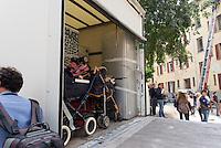 Sgombero dello stabile occupato in via Comacchio a Corvetto. Milano, 19 agosto 2015 Eviction of the occupied building in Comacchio street in Corvetto district. Milan, August 19, 2015