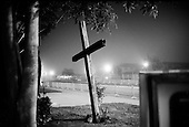 Santa Maria, California.USA.April 2005..A church cross at dawn across the street from the courthouse where the child abuse trial of pop singer Michael Jackson is being held...Mr. Jackson, 46, denies all 10 charges against him, including child abuse. He faces up to 20 years in jail if convicted on all charges.