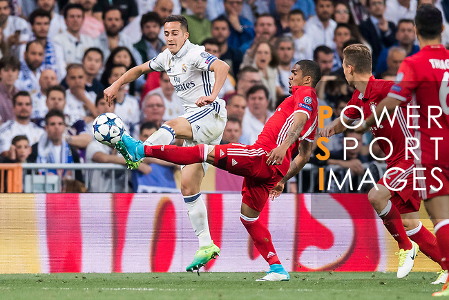 Lucas Vazquez (l) of Real Madrid competes for the ball with Douglas Costa of FC Bayern Munich during their 2016-17 UEFA Champions League Quarter-finals second leg match between Real Madrid and FC Bayern Munich at the Estadio Santiago Bernabeu on 18 April 2017 in Madrid, Spain. Photo by Diego Gonzalez Souto / Power Sport Images