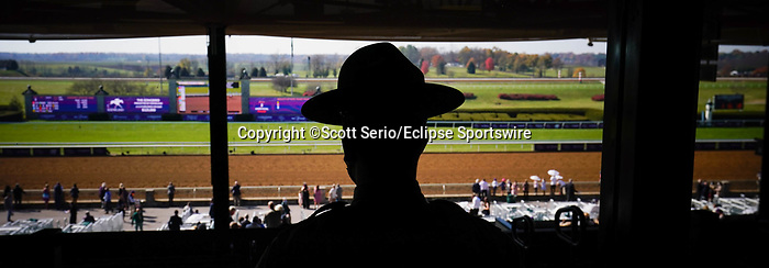 November 6, 2020: A police officer watches over the grandstand at Keeneland Racetrack in Lexington, Kentucky, on Friday, November 6, 2020. Scott Serio/Eclipse Sportswire/Breeders Cup/CSM