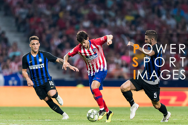 Roberto Olabe (C) of Atletico de Madrid fights for the ball with Roberto Gagliardini (R) and Lautaro Javier Martinez of FC Internazionale during their International Champions Cup Europe 2018 match between Atletico de Madrid and FC Internazionale at Wanda Metropolitano on 11 August 2018, in Madrid, Spain. Photo by Diego Souto / Power Sport Images
