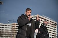 """Anlaesslich des ertsne Jahrestag der Coronamassnahmen der Bundesregierung protestierten etwas ueber 200 Menschen auf dem Berliner Alexanderplatz gegen die Politik der Bundesregierung. Sie forderten ein Ende der Maskenregelungen und Einschraenkungen in oeffentlichen Leben. Die Demonstranten riefen """"Liebe, Freiheit, Keine Diktatur"""" und """"Wahrheit macht Frei"""".<br /> Der Veranstalter, der Youtube-Schlagerstar Bjoern Winter alias Bjoern Banane (links im Bild), hatte 1000 Menschen zu der Kundgebung erwartet.<br /> 13.3.2021, Berlin<br /> Copyright: Christian-Ditsch.de"""