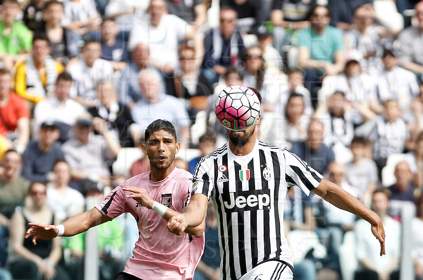 Calcio, Serie A: Juventus vs Palermo. Torino, Juventus Stadium, 17 aprile 2016.<br /> Juventus' Sami Khedira, right, prepares to score as he is challenged by Palermo's Achraf Lazaar during the Italian Serie A football match between Juventus and Palermo at Turin's Juventus Stadium, 17 April 2016.<br /> UPDATE IMAGES PRESS/Isabella Bonotto