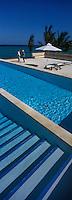 Afrique/Afrique de l'Est/Tanzanie/Zanzibar/Ile Unguja/Kiwenga: Hotel Zamani Zanzibar Kempinski - la piscine a débordement et l'océan Indien