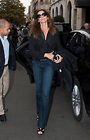 September 25 2017, PARIS FRANCE Ex Top Model Cindy Crawford enters in the Georges V Hotel on Avenue Georges V. # KAIA GERBER ET SA MERE CINDY CRAWFORD SORTENT DE LEUR HOTEL A PARIS