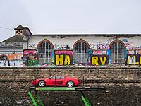 Ferrari auf Anhänger vor Skatepark Hollerich, Rue de l'Abattoir, Graffiti, Luxemburg-City, Luxemburg, Europa<br /> Ferrari at Skatepark Hollerich, Rue de l'Abattoir, Graffiti, Luxembourg City, Europe