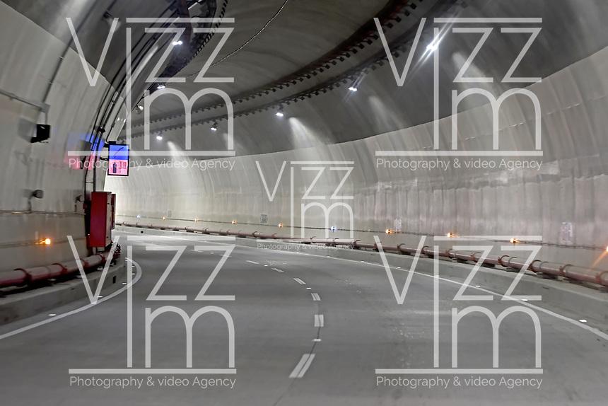 """LA LINEA - COLOMBIA, 29-08-2020: Túnel Colibríes. El túnel principal """"La Línea"""" tiene una longitud de  8,65 km y hace parte de El Túnel de La Línea el proyecto de infraestructura vial más importnate de Colombia que está es fase final de construcción conectará de manera eficiente los departamentos colombianos de Quindío y Tolima. El plan además consta de 24 puentes y 20 túneles de diferentes longitudes. / Hummingbirds Tunnel. The main tunnel """"La Línea"""" has a length of 8.65 km and is part of El Túnel de La Línea, the most important road infrastructure project in Colombia, which is in the final phase of construction and will efficiently connect the Colombian departments of Quindío and Tolima. The plan also consists of 24 bridges and 20 tunnels of different lengths. Photo: VizzorImage / Gabriel Aponte / Staff"""