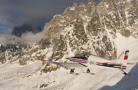 Europe/France/Rhone-Alpes/74/Haute-Savoie/Megève:le massif du Mont-Blanc Vue Aerienne - avion d'Aerocime prés de l'Aiguilles de Chamonix