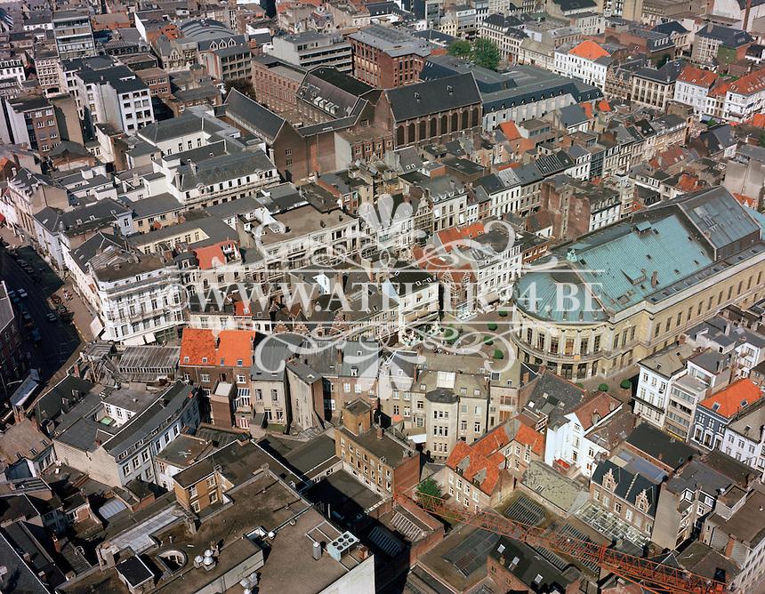 April 1987. Bourlaschouwburg in Antwerpen.