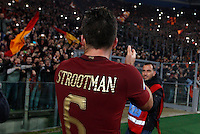 Calcio, Serie A: Lazio vs Roma. Roma, stadio Olimpico, <br /> Roma's Kevin Strootman greets fans at the end of the Italian Serie A football match between Lazio and Rome at Rome's Olympic stadium, 4 December 2016. Roma won 2-0.<br /> UPDATE IMAGES PRESS/Riccardo De Luca