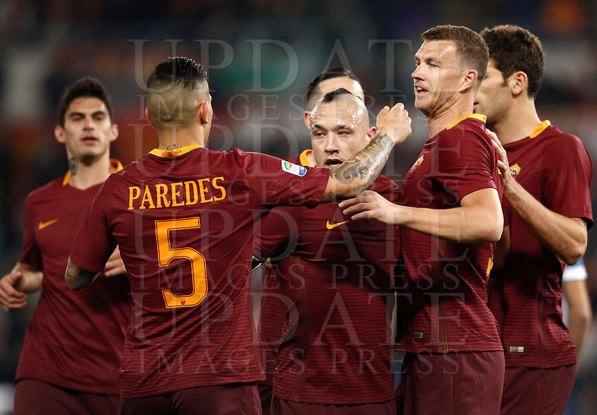 Calcio, Serie A: Roma, stadio Olimpico, 1 aprile, 2017.<br /> Roma's Edin Dzeko celebrates after scoring with his teammates during the Italian Serie A football match between Roma and Empoli at Olimpico stadium, April 1, 2017<br /> UPDATE IMAGES PRESS/Isabella Bonotto