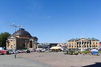 Dreifaltigkeits- oder deutsche Kirche und Rathaus  am Stortorget in Karlskrona, Provinz Blekinge, Schweden, Europa, UNESCO-Weltkulturerbe<br /> Holy Trinity or German Church and town hall at Stortorget  in Karlskrona, Province Blekinge, Sweden