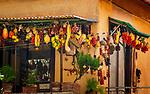 Italien, Kampanien, Sorrento: Obst und Gemuese Dekoration auf einem Balkon in der Altstadt | Italy, Campania, Sorrento: fruit and vegetables decoration at balcony in Old Town