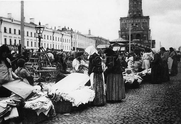 Saleswomen at the Sukharev market. Moscow. 1900 / Продавщицы на Сухаревском рынке. Москва. 1900-е