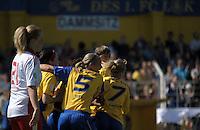 Fussball, 2. Bundesliga, Frauen. Lok Leipzig gegen HSV II. im Bild: Jubeltraube beim Treffer von Safi Nyembo. .Foto: Alexander Bley
