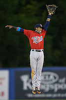 Elizabethton Twins second baseman Manuel Guzman (7) leaps for a line drive during the game against the Kingsport Mets at Hunter Wright Stadium on July 8, 2015 in Kingsport, Tennessee.  The Mets defeated the Twins 8-2. (Brian Westerholt/Four Seam Images)