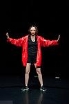 L'ENFANT PHARE<br /> Chorégraphie : Marion Uguen<br /> Création lumière Léandre Garcia Lamolla<br /> Regard extérieur Corinne Hadjadj<br /> Compagnie : Compagnie Dupont / d<br /> Lieu : Théâtre de l'Etoile du Nord<br /> Date : 18/05/2017<br /> Ville : Paris