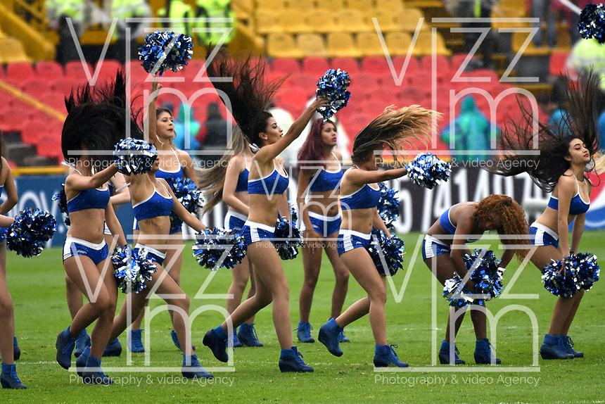 BOGOTA - COLOMBIA - 04 – 03 - 2018: Bastoneras de Millonarios animan a su equipo durante partido de la fecha 6 entre Millonarios y America de Cali, por la Liga Aguila I 2018, jugado en el estadio Nemesio Camacho El Campin de la ciudad de Bogota. / Cheerleaders of Millonarios cheer for their team during a match of the 6th date between Millonarios and America de Cali, for the Liga Aguila I 2018 played at the Nemesio Camacho El Campin Stadium in Bogota city, Photo: VizzorImage / Luis Ramirez / Staff.
