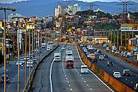 Transito na Rodovia Fernao Dias. Sao Paulo. 2013. Foto de Joao Machado.