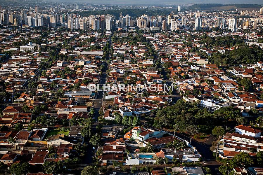 Casas classe media na cidade de Ribeirao Preto. Sao Paulo. 2008. Foto de Ricardo Funari.