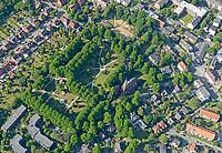 """Alter Friedhof Lohbrügge: EUROPA, DEUTSCHLAND, HAMBURG, (EUROPE, GERMANY), 28.05.2020: Im Jahr 1892 kam in der Gemeinde Sande zu einem Feuer. Ein grosser Teil der Sander Tannen verbrannten. Die freigewordene Fläche auf dem ehemaligen Waldrücken wurde zum Friedhof.  Am 10.01.1897, konnte """"Auf dem Sande"""" ein kommunaler Begräbnisplatz eingeweiht werden. Im Jahr 1997 wurde der ehemalige Begräbnisplatz zu einem Park umgewandelt."""