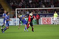 Junichi Inamoto (Eintracht Frankfurt) setzt sich durch