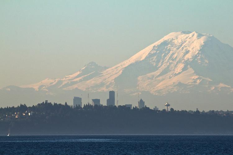 Seattle, Mount Rainier, Seattle skyline, Puget Sound, Washington State; Pacific Northwest; U.S.A.;